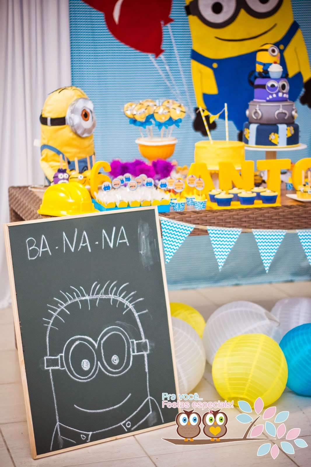 minions in hawaii themed birthday party via kara 39 s party. Black Bedroom Furniture Sets. Home Design Ideas