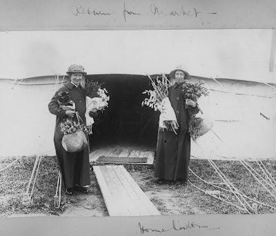 Nursing Sister WW1 Photo Album: 28R Nurses with Flowers