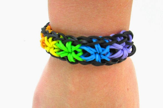 How to Make a Cool Starburst Bracelet With the Rainbow Loom
