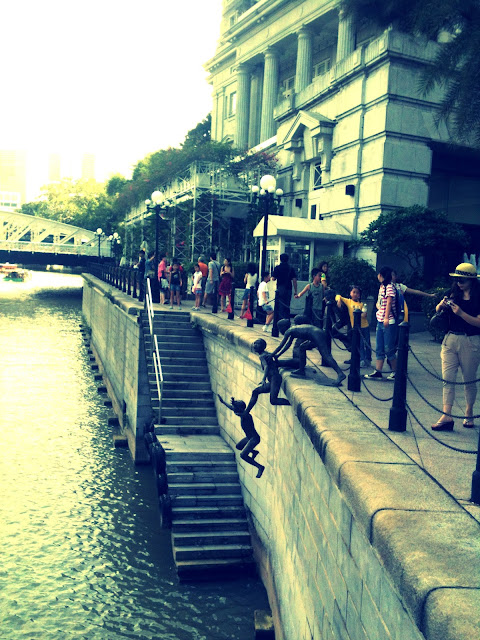 Jumping boys, sculpture, Singapore River, Destination Character