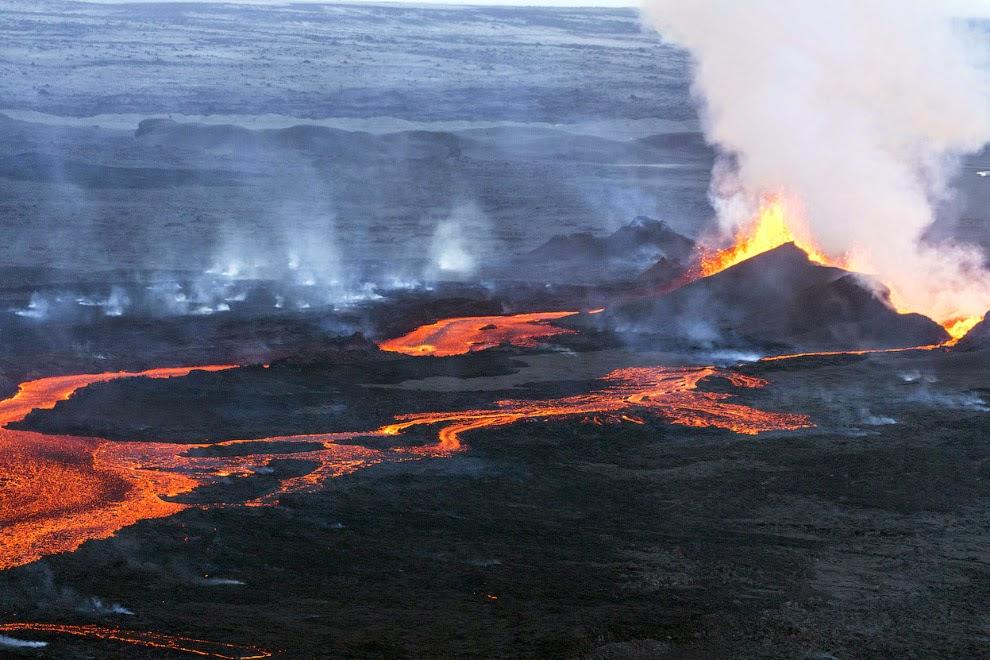 Извержение вулкана Баурдарбунга в Исландии. ФОТО
