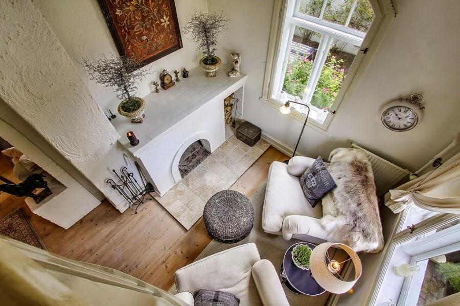 wystrój wnętrz, home decor, wnętrza, dom, mieszkanie, aranżacje, dworek, styl skandynawski, mix stylów, salon, pokój dzienny, kominek