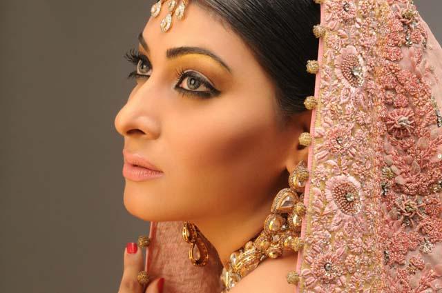 Mehndi Makeup Zara : Zara salon creative bridal makeup by rizwana khan v