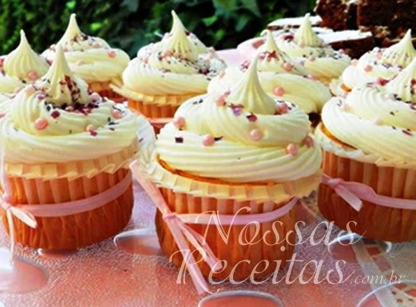 receita de cupcake preparado com baunilha e coco