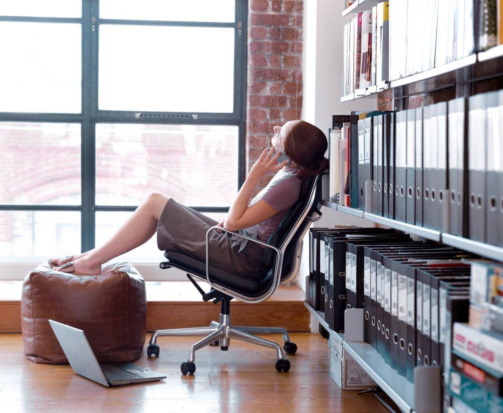 Фото коленок в офисе 14 фотография