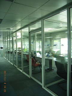glass partition as the preferred choice of office partition in