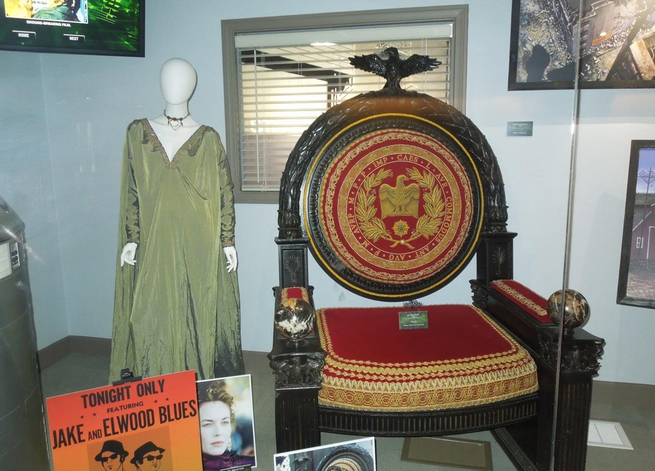 http://2.bp.blogspot.com/-5vgPo8S6Qlk/USatzRoChxI/AAAAAAABBk8/1SDQc0ptOwo/s1600/Gladiator+film+costume+prop.jpg