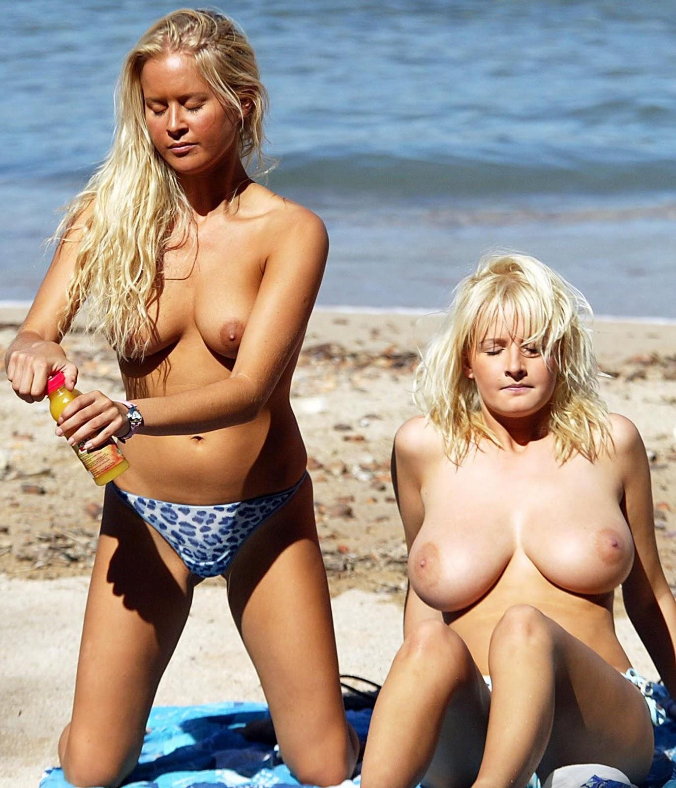 Amateur latina beatriz flashing and public masturbation of nude exotic 6
