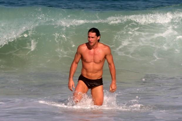 Depois da corrida, Flávio Canto tomou um banho de mar