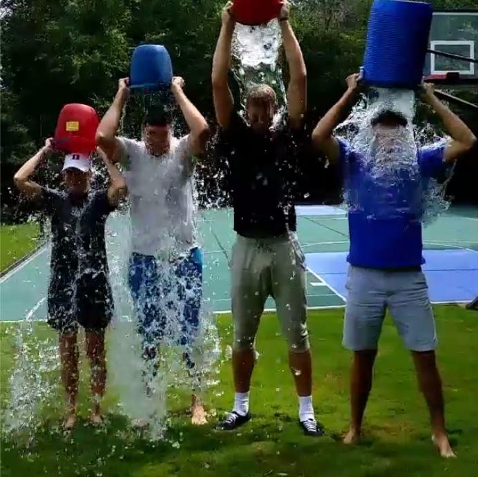 Nuggets Vs Rockets 2014: Plumlee Cumple El Reto De Mojarse Con Agua Helada