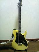 とにかくシンプルなギターを求めていた所渋谷のフーチーズで遭遇。