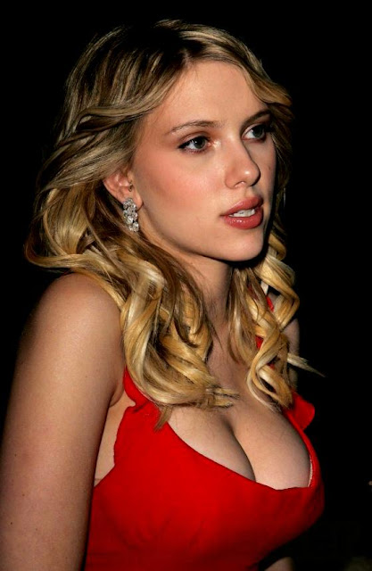 scarlett_johansson_red_dress_pic_11.jpg