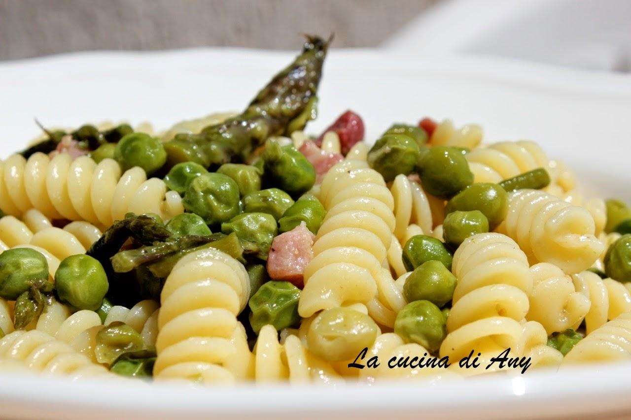 pasta con piselli, asparagi e pancetta - paste cu mazare, sparanghel si pancetta