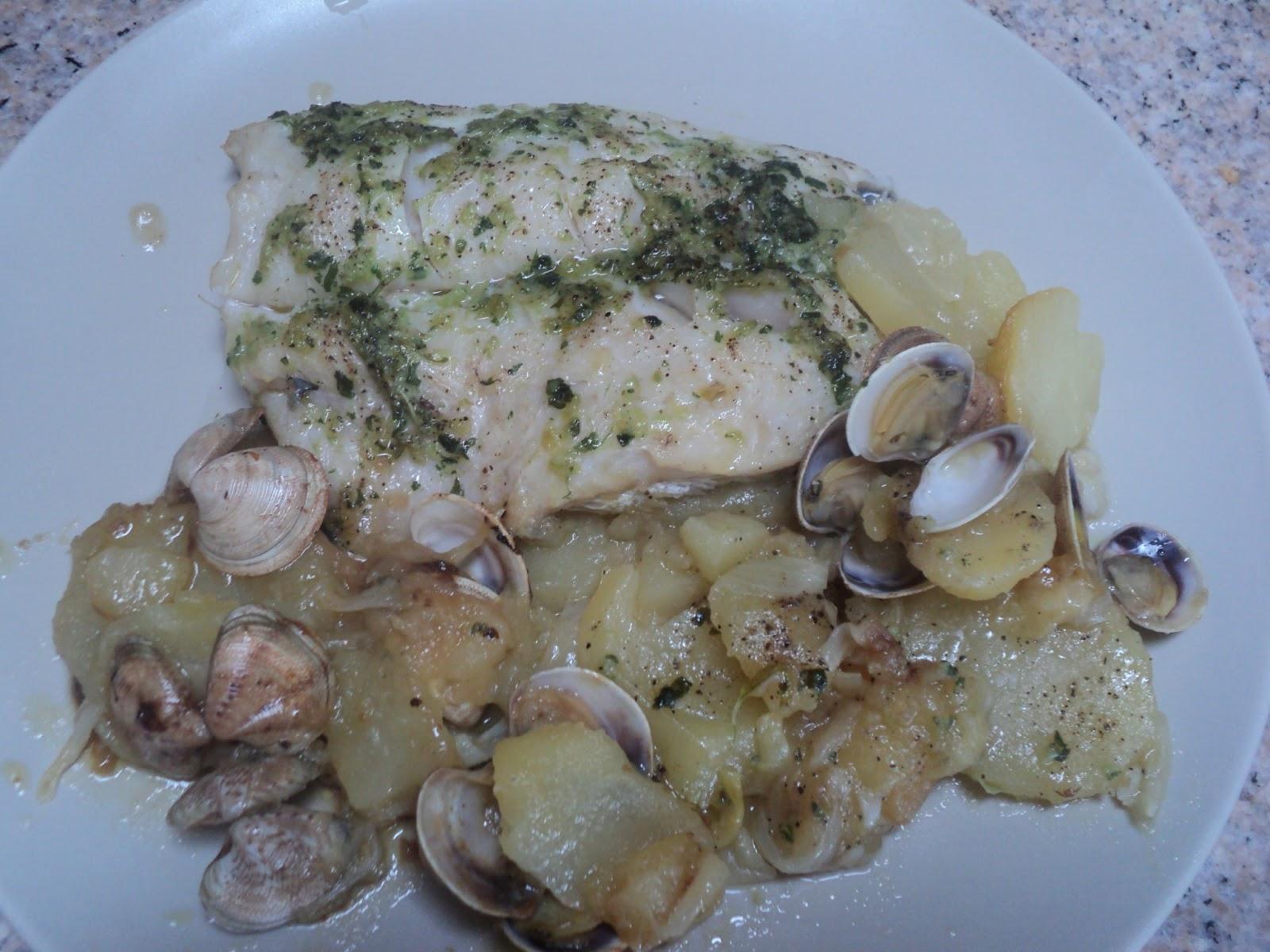 Cocinar para los mios merluza al horno con patatas y almejas - Cocinar merluza al horno ...