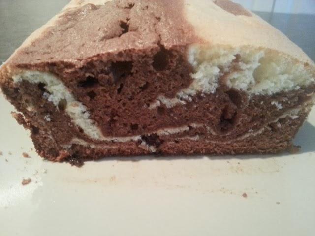 http://lesdelicesdemathilde.wordpress.com/2013/11/01/gateau-marbre-au-chocolat-au-lait/