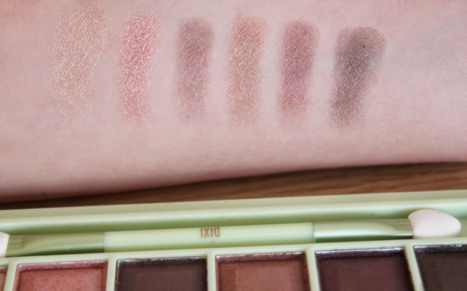 Pixi Mesmerizing Mineral Eyeshadow Palette Plum Quartz swatch and review
