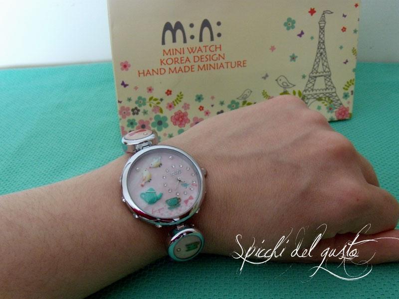 orologio da polso con miniature