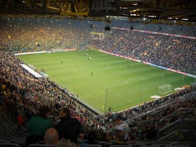 """<a href="""" http://2.bp.blogspot.com/-5wbQ934vgTo/UOQwHgft4TI/AAAAAAAAA4o/KwR7aW-6dD4/s400/Signal+Iduna+Park+Dortmund.jpg""""><img alt=""""sepakbola,stadion, The Best Football Stadiums"""" src=""""http://2.bp.blogspot.com/-5wbQ934vgTo/UOQwHgft4TI/AAAAAAAAA4o/KwR7aW-6dD4/s400/Signal+Iduna+Park+Dortmund.jpg""""/></a>"""