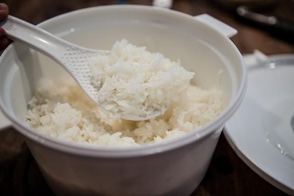 Bạn đã biết cách nấu cơm bằng lò vi sóng