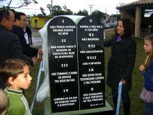 monumento dos dez mandamentos