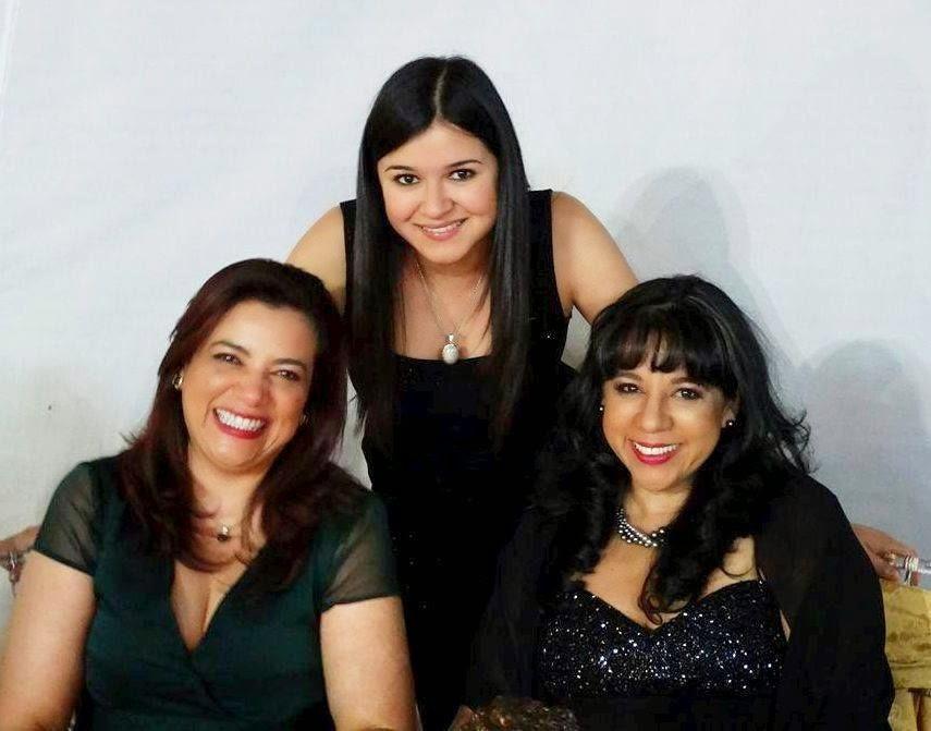 Gaby con mami y su tía