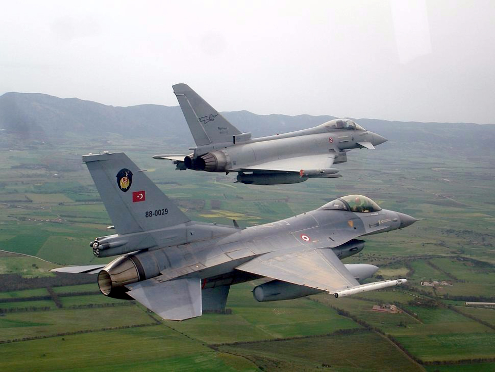 F-16 VS Eurofighter typhoon