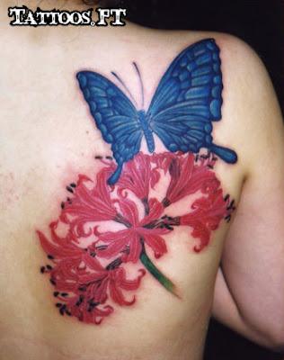 tattoos com Borboleta e flor vermelha