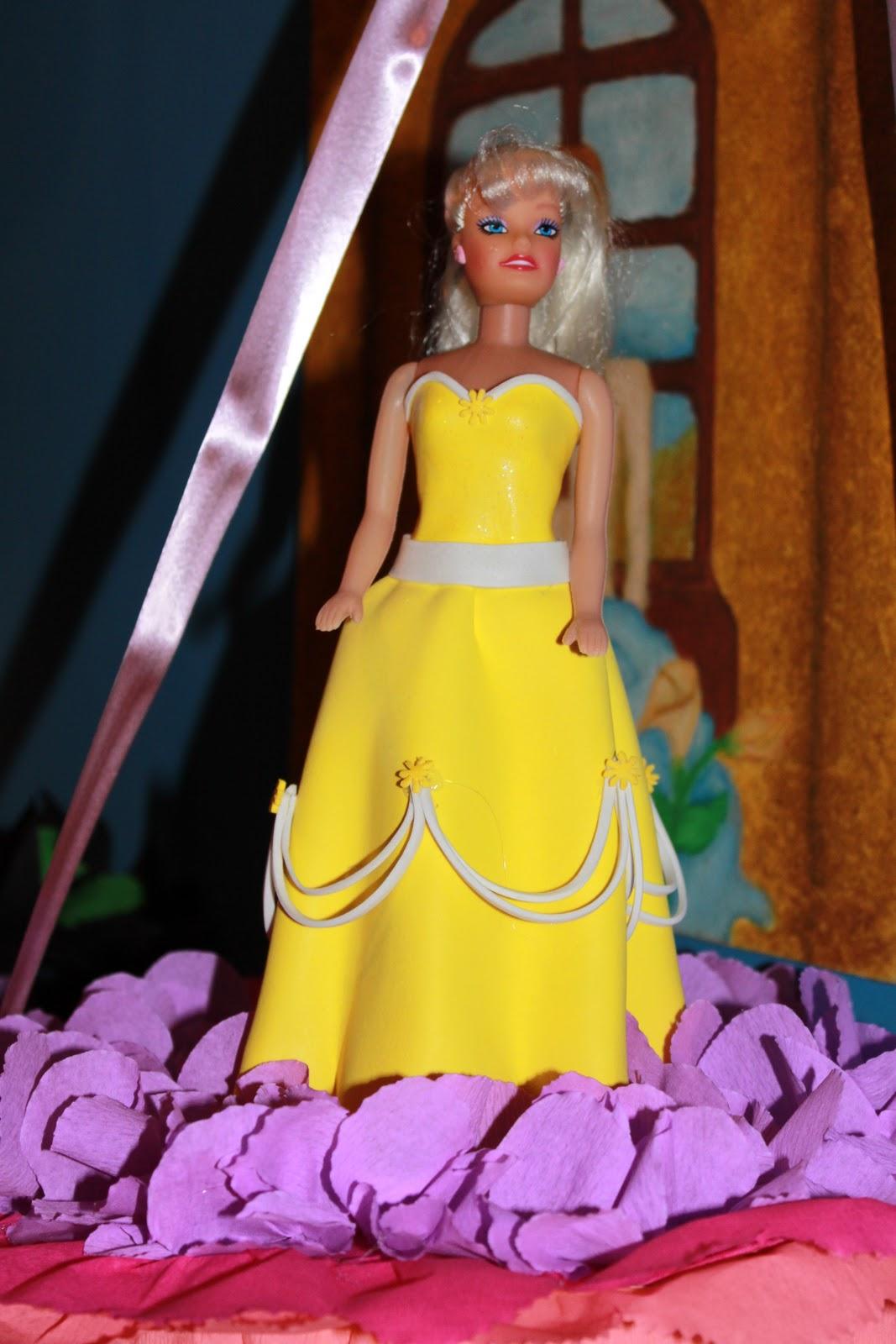 db2413c9e2b Blogs de Todo  Mi Piñata con Barbie vestida en Foami