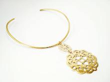 (367) Collar bronce, calado a  mano