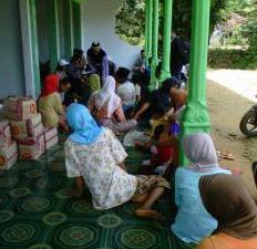Pengungsi Tanah Amblas di Sumenep Kesulitan Air Bersih