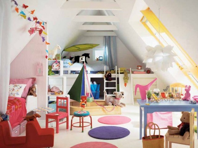 Small room attic bedrooms kids spaces attic spaces for Amenagement chambre 2 enfants