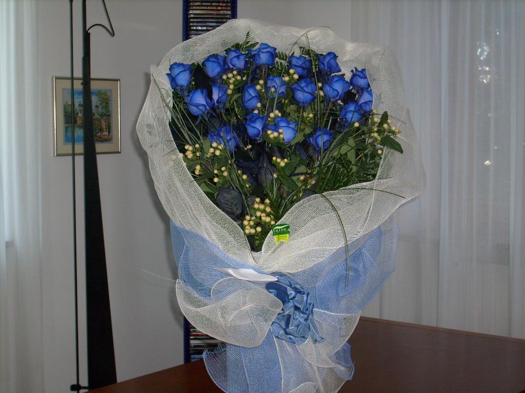 I fiori un mazzo di rose blu for Costruire un mazzo di portico