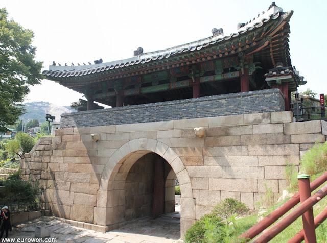 Puerta Changuimun de la muralla de Seúl