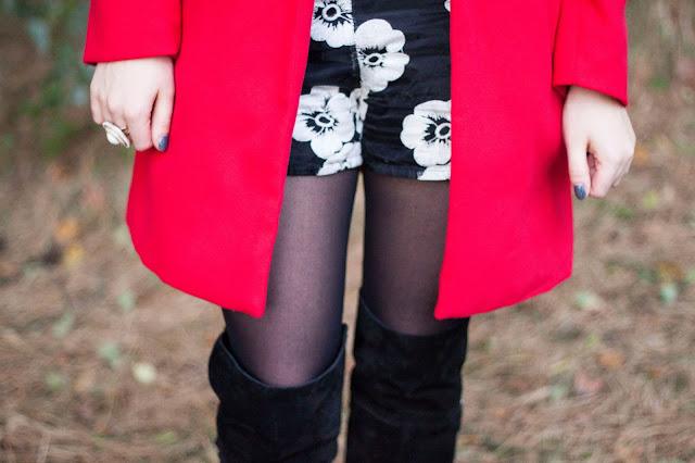 red coat, trend fall 2013, herbst winter trend 2013, roter Mantel, choies, gänseblümchen, daisies, german fashion blogger, deutsche Modeblogger,  overknees, tamaris, suede overknee boots,
