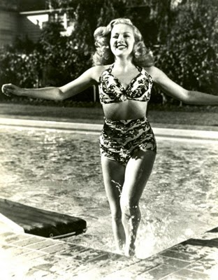 http://www.pulpinternational.com/pulp/entry/Early-1940s-promo-photo-of-Betty-Grable.html