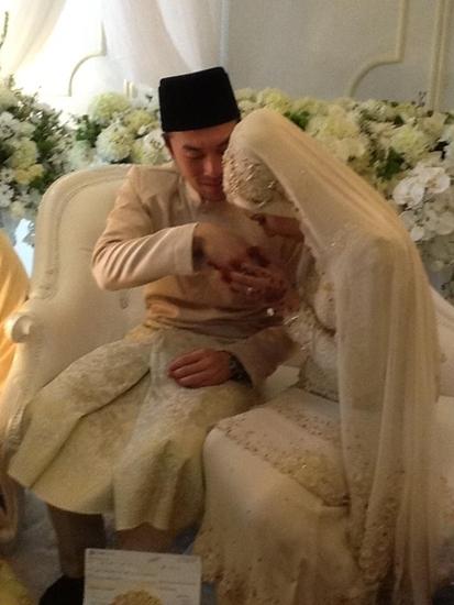 Gambar Kahwin Khairul Fahmi dan Leuniey