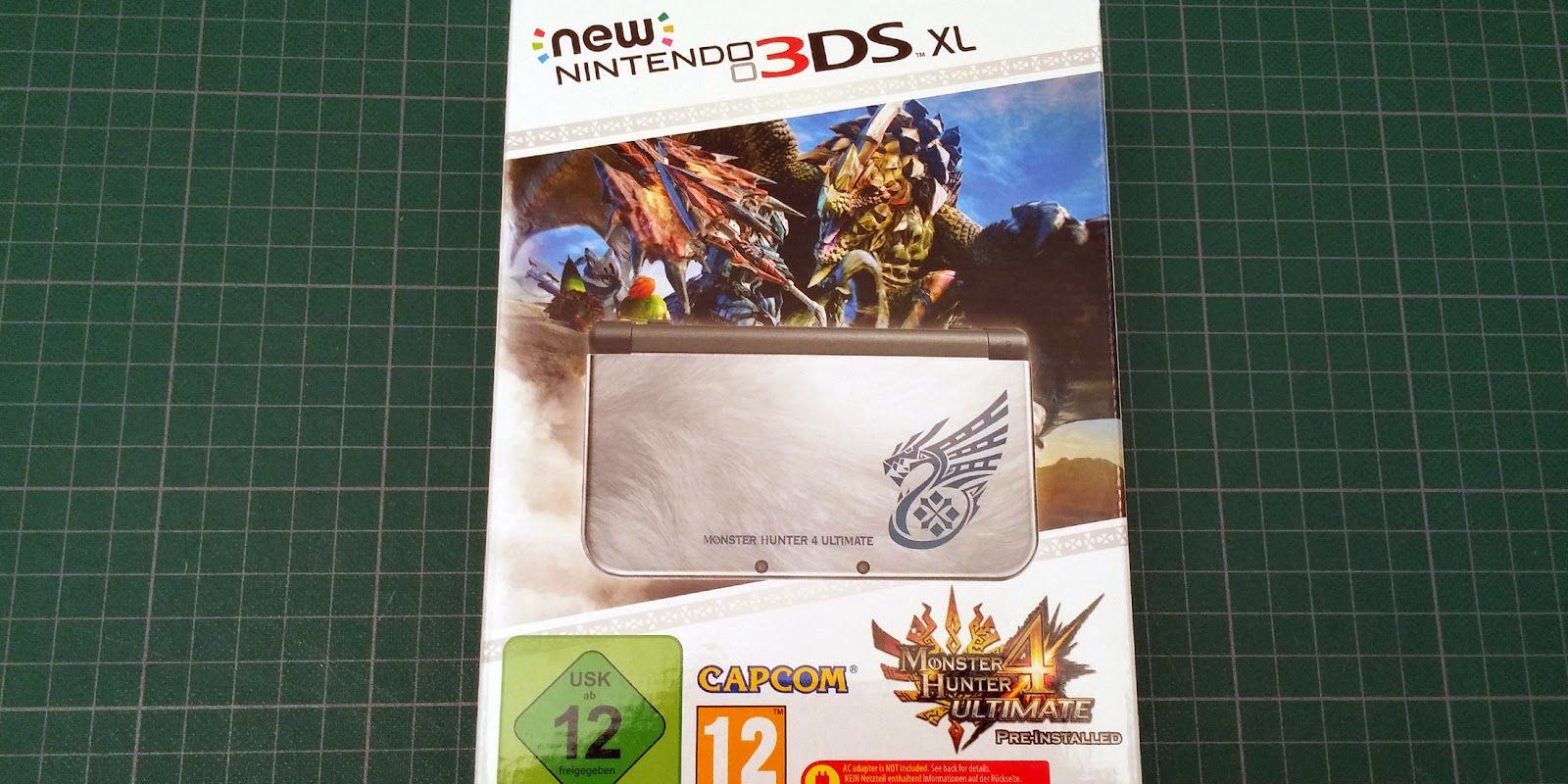 Image de la boite de la New 3DS XL Monster Hunter 4 Ultimate édition