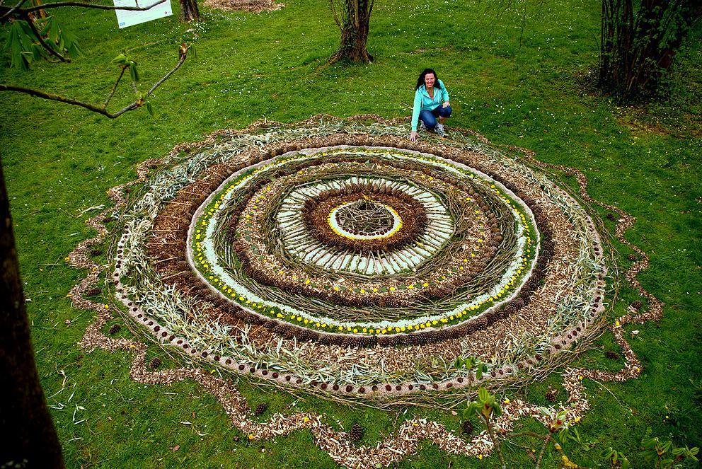 Nastiya land art avec les enfants atelier de cr ation for Jardin mandala