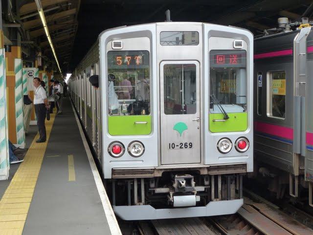 都営新宿線 回送4 10-000形260F