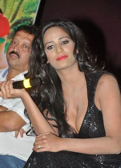Poonam Pandey Deep Cleavage Stills
