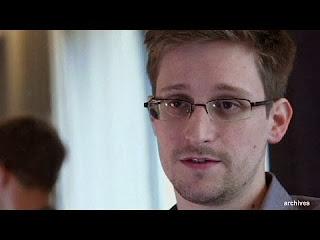 لقاء إدوارد سنودن مفجر فضيحة التجسس الأمريكية - مترجم