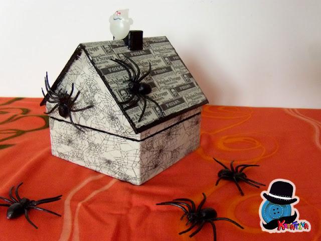 cassetta per halloween con i washi tape