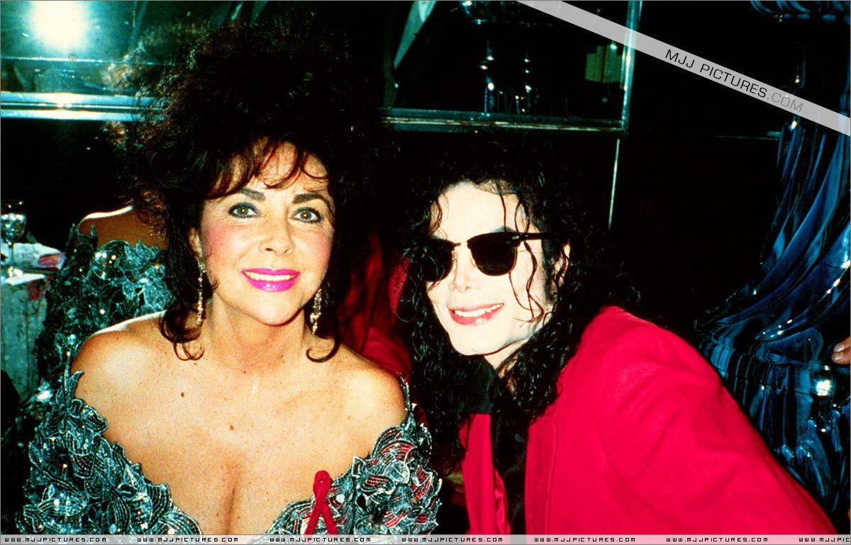 http://2.bp.blogspot.com/-5zG3EHfvEWo/TtP7P6g0uXI/AAAAAAAAAbU/Vk2B_PZLNy4/s1600/Liz+Taylor+Michael+Jackson.jpg