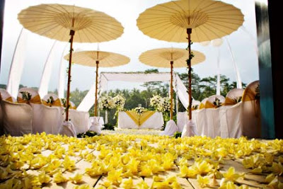 Romantic place ideas for your wedding decoration in balli wedding steal worthy romance ideas wedding decoration ideas in bali junglespirit Images