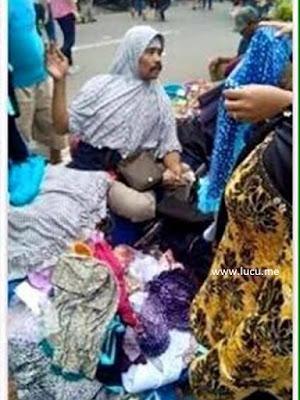 Pedagang Jilbab Kumisan di Tanah Abang Ini Bikin Geger