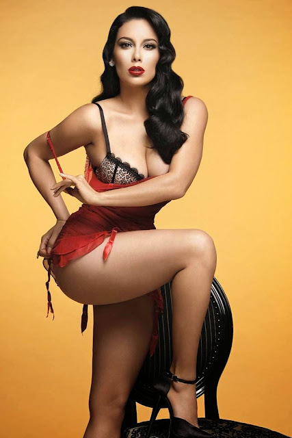 PIN UP BOMBSHELL