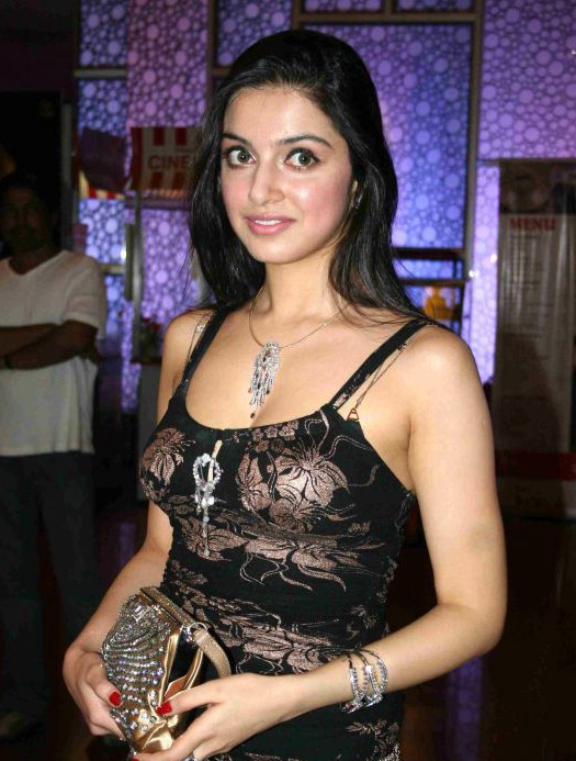 Divya khosla in black hot nighty dress - Divya khosla hot Pics