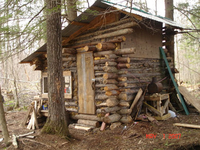 Thirteen tiny dream log cabins and a for Small survival cabin