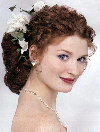Свадебные прически из кучерявых волос