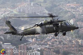 Helicóptero S70i del Ejercito de Colombia sobrevolando la ciudad de Medellín.